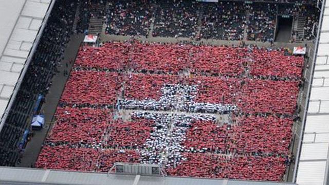 Christen im Stade de Suisse | (c) Alphavision