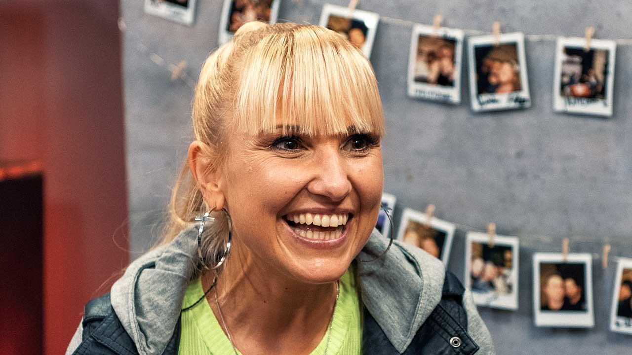 Déborah Rosenkranz lacht während der Music Loft Session