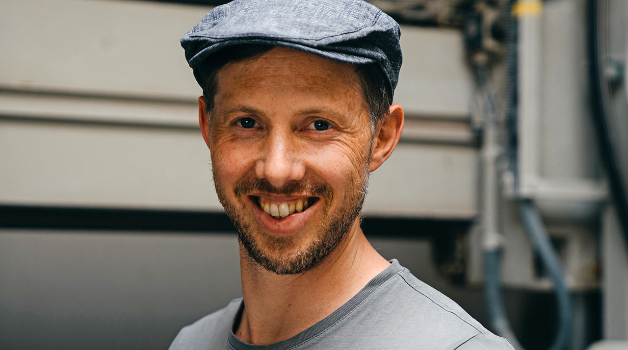 Steinhauer Manuel Bätscher bei der Arbeit | (c) Tobias Grimm, Design & Kommunikation