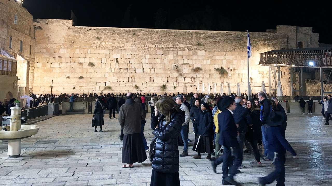 nächtliche Klagemauer in Jerusalem | (c) ERF Medien