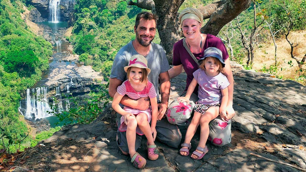 Bruno und Prisca Lörcher mit Kindern in Guinea
