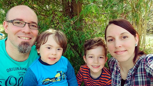 Mona Weber mit Mann und Kindern