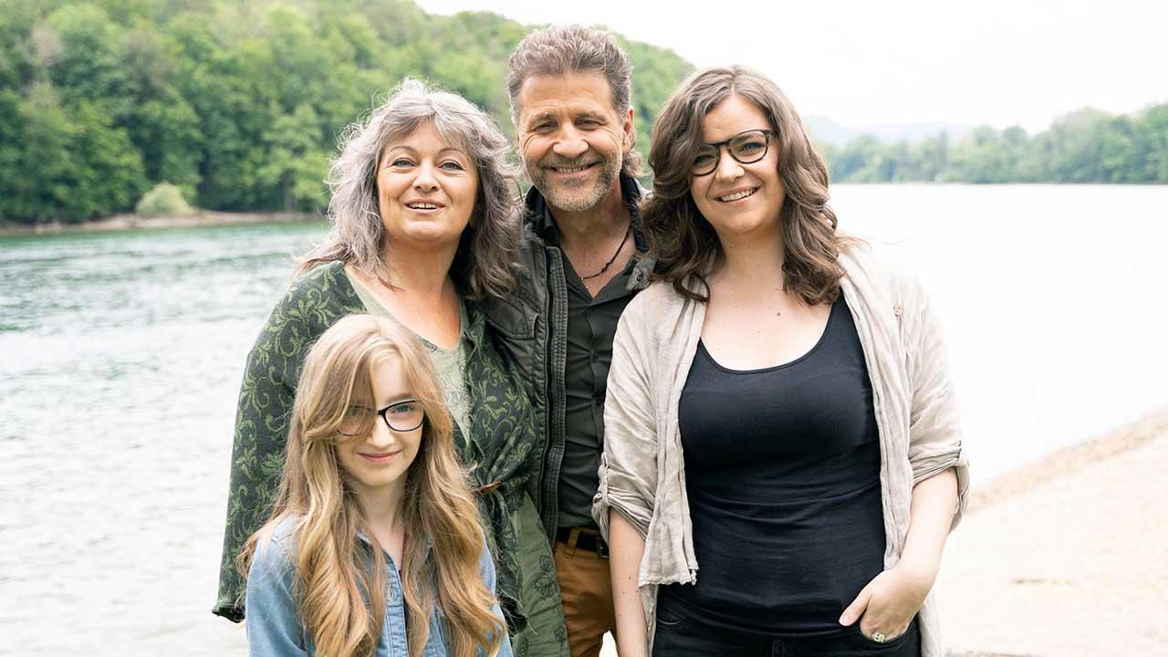 Familie Lüthi: Alisha, Caroline, Christoph, Ramona