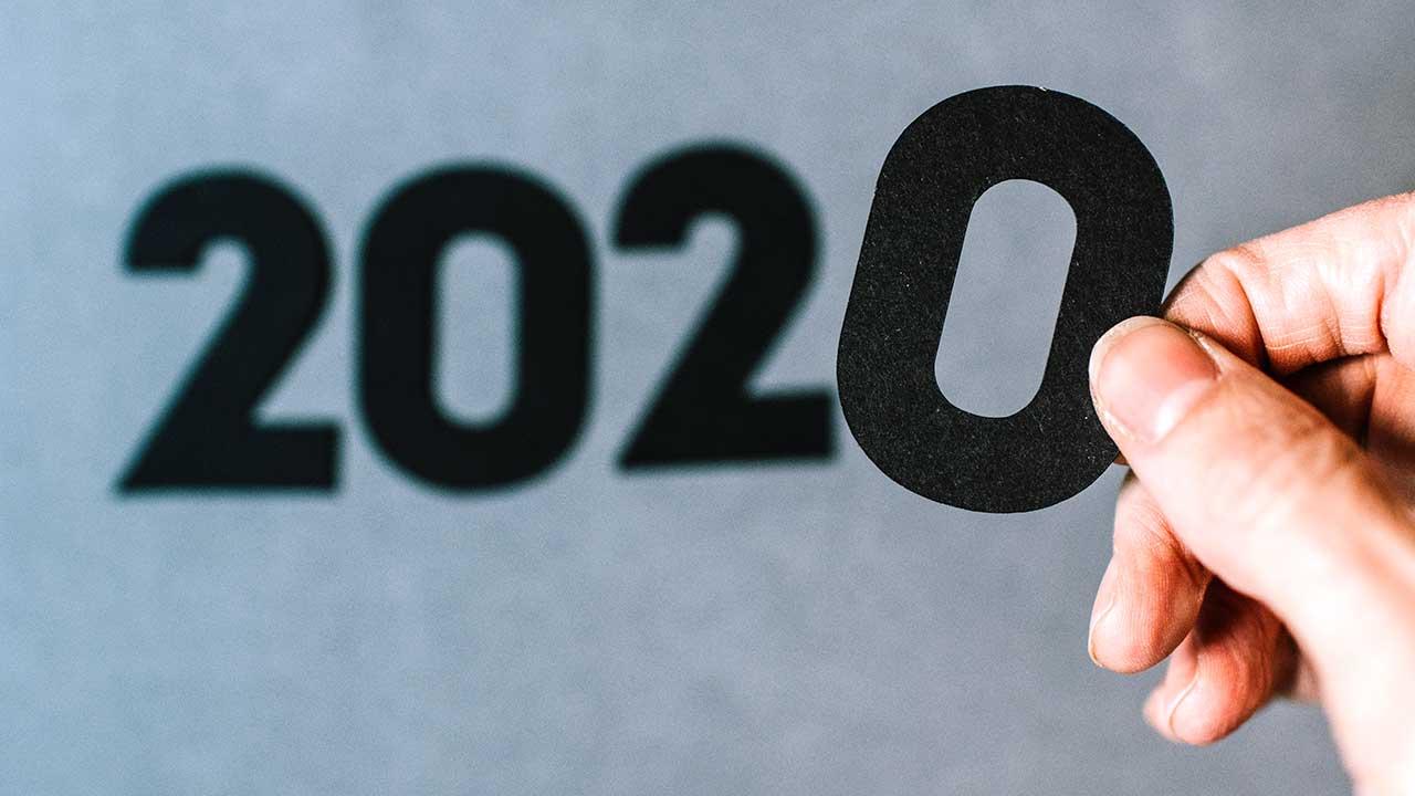 Finger halten die letzte 0 von 2020