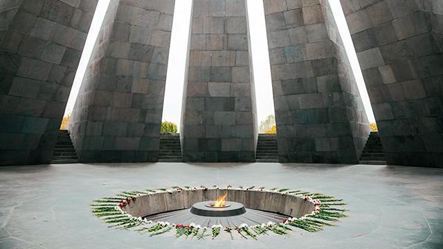 Im Innern des Völkermorddenkmals Zizernakaberd in Jerewan (c) 123rf