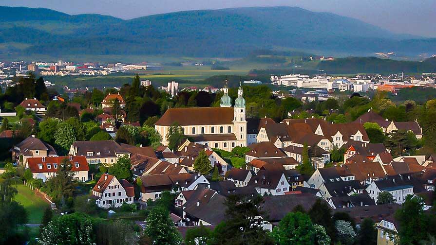 Arlesheim BL aus einer leichten Vogelperspektive