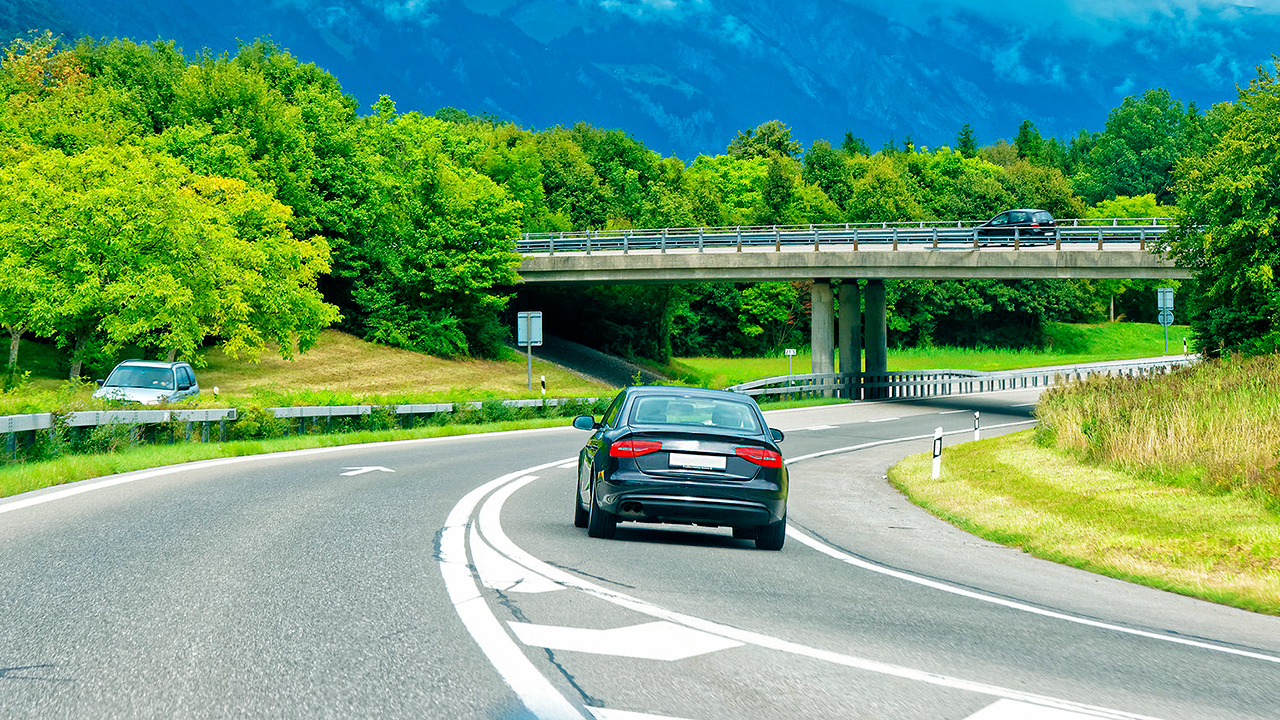 Auto unterwegs im Berner Oberland