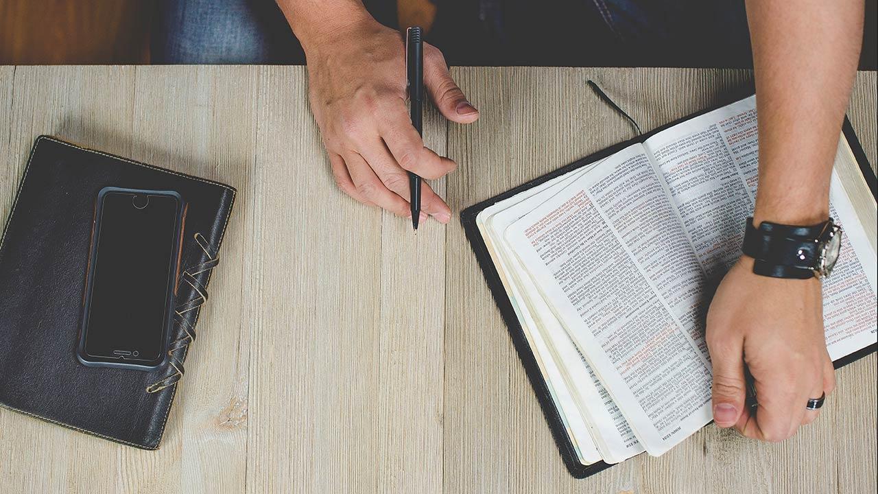 Bibelübersetzungen bei Wycliffe und Schweizerische Bibelgesellschaft | (c) unsplash