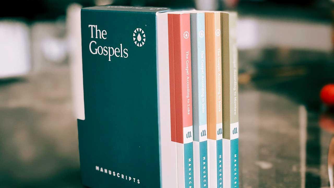 Die vier Evangelien auf Englisch | (c) Jon Tyson/Unsplash