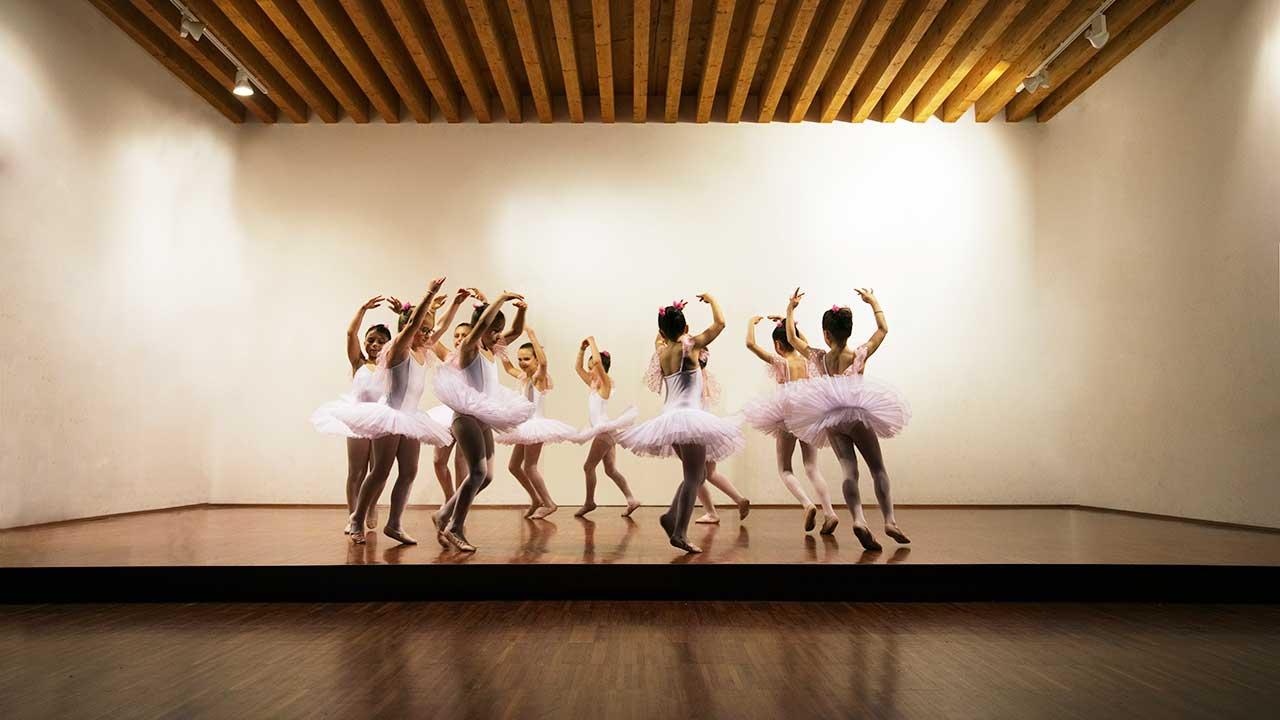 Mädchen tanzen Ballett