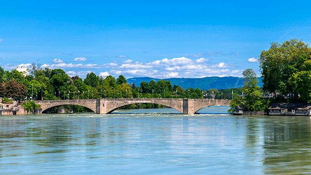 Brücke vom deutschen ins schweizerische Rheinfelden