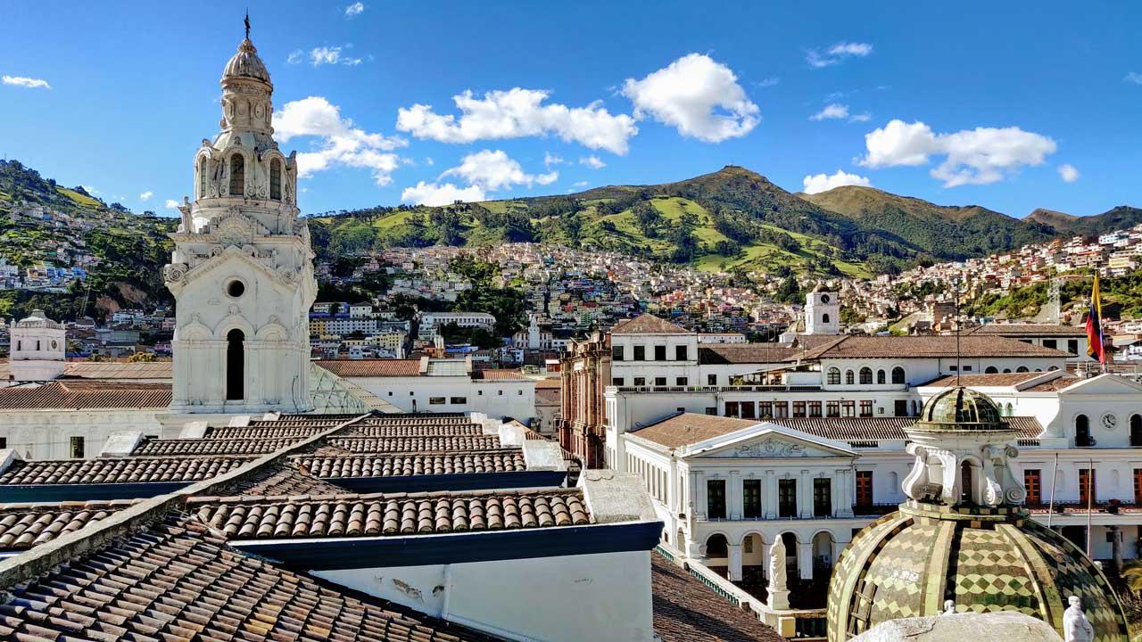 leichte Vogelperspektive auf Quito, Ecuador