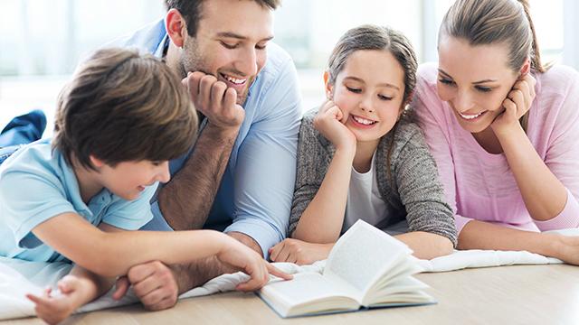 Zusammen Geschichten lesen