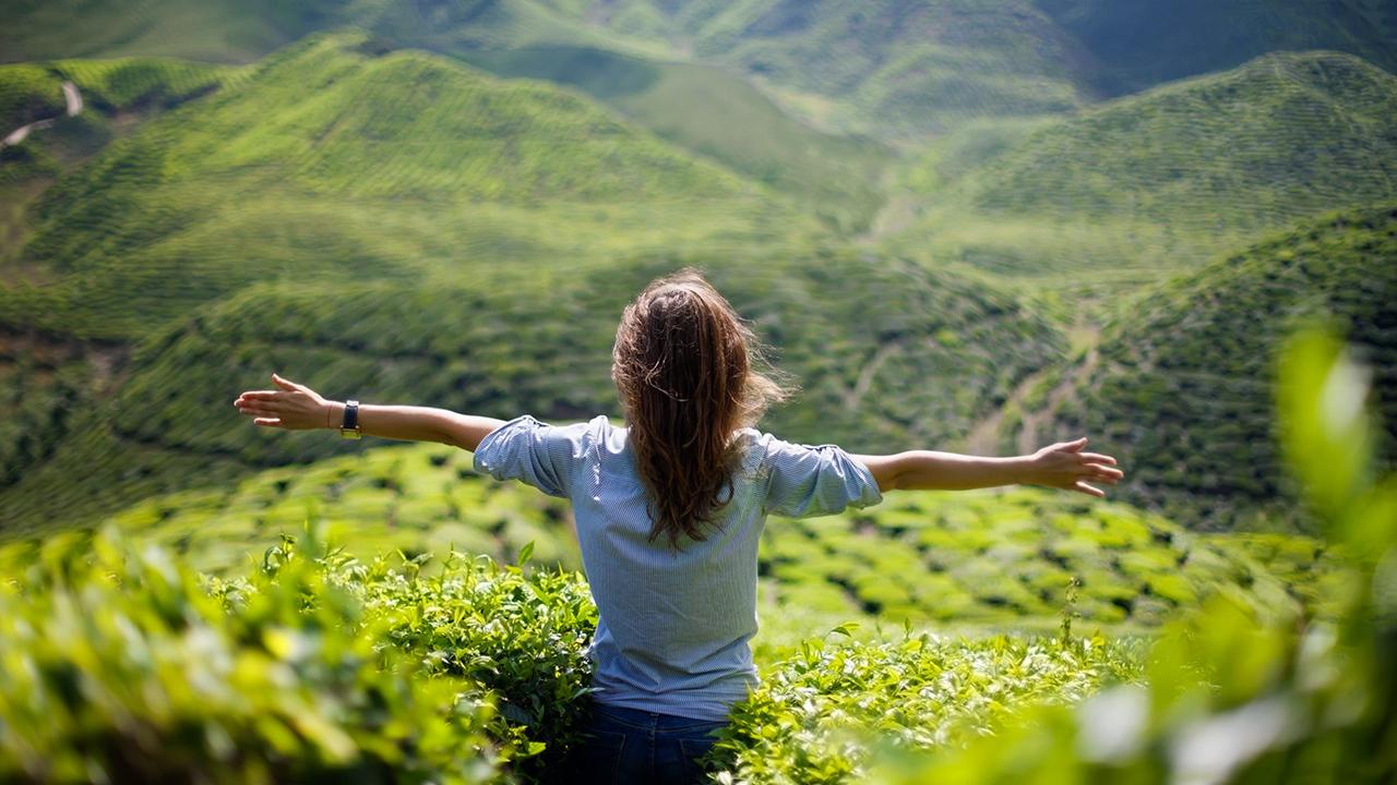 Frau erfreut sich ihrer Freiheit