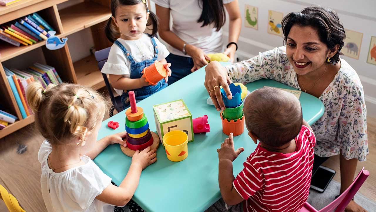 Mit Kindern spielen   (c) 123rf