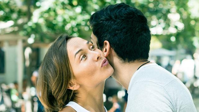 Freundschaftlicher Kuss