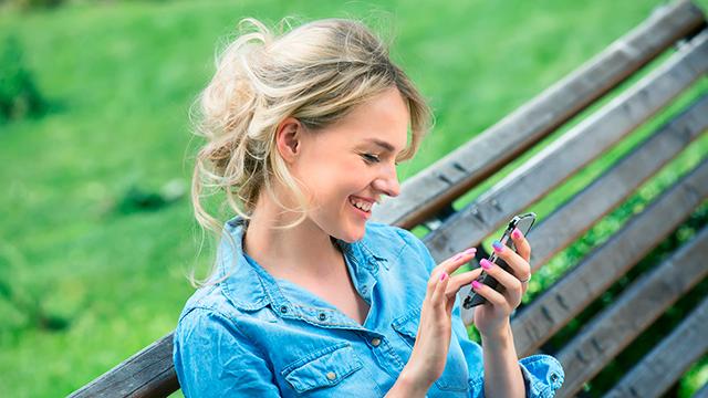 Freude mit dem Smartphone | (c) 123rf