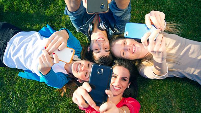 Spass mit den Smartphones (c) 123rf