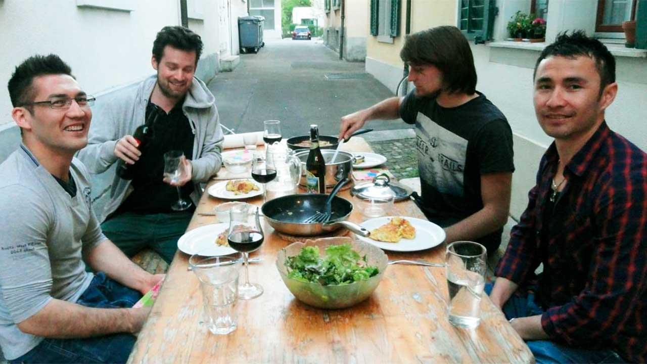 Abendessen zu viert | (c) Gemeinsam Znacht