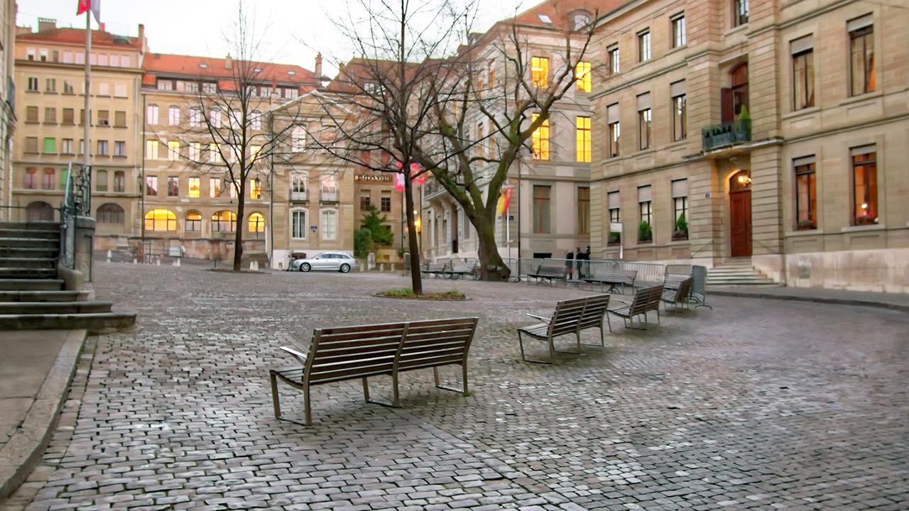 Sitzbänke in der Genfer Altstadt