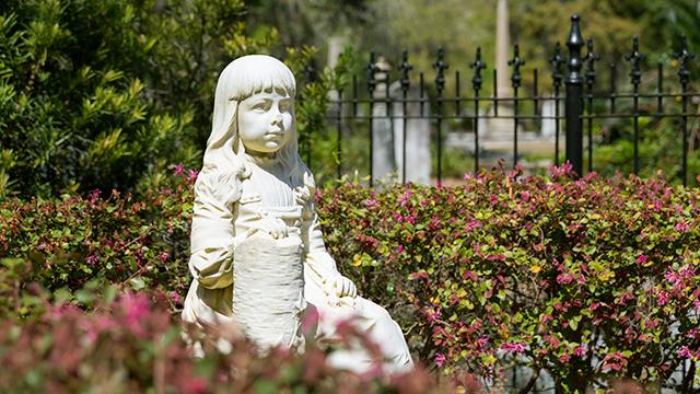 Statue in einem Friedhof in Savannah, Georgia