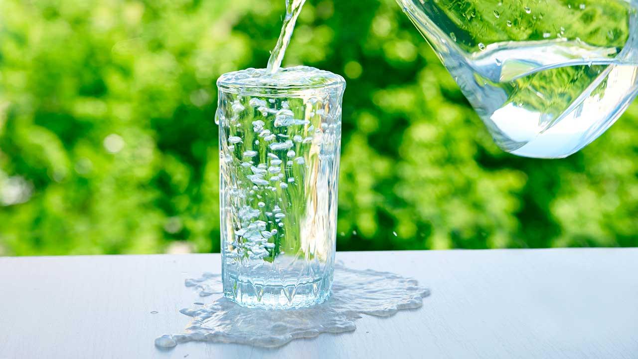 Übervolles Glas