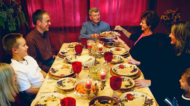 Gemeinschaft beim Abendessen