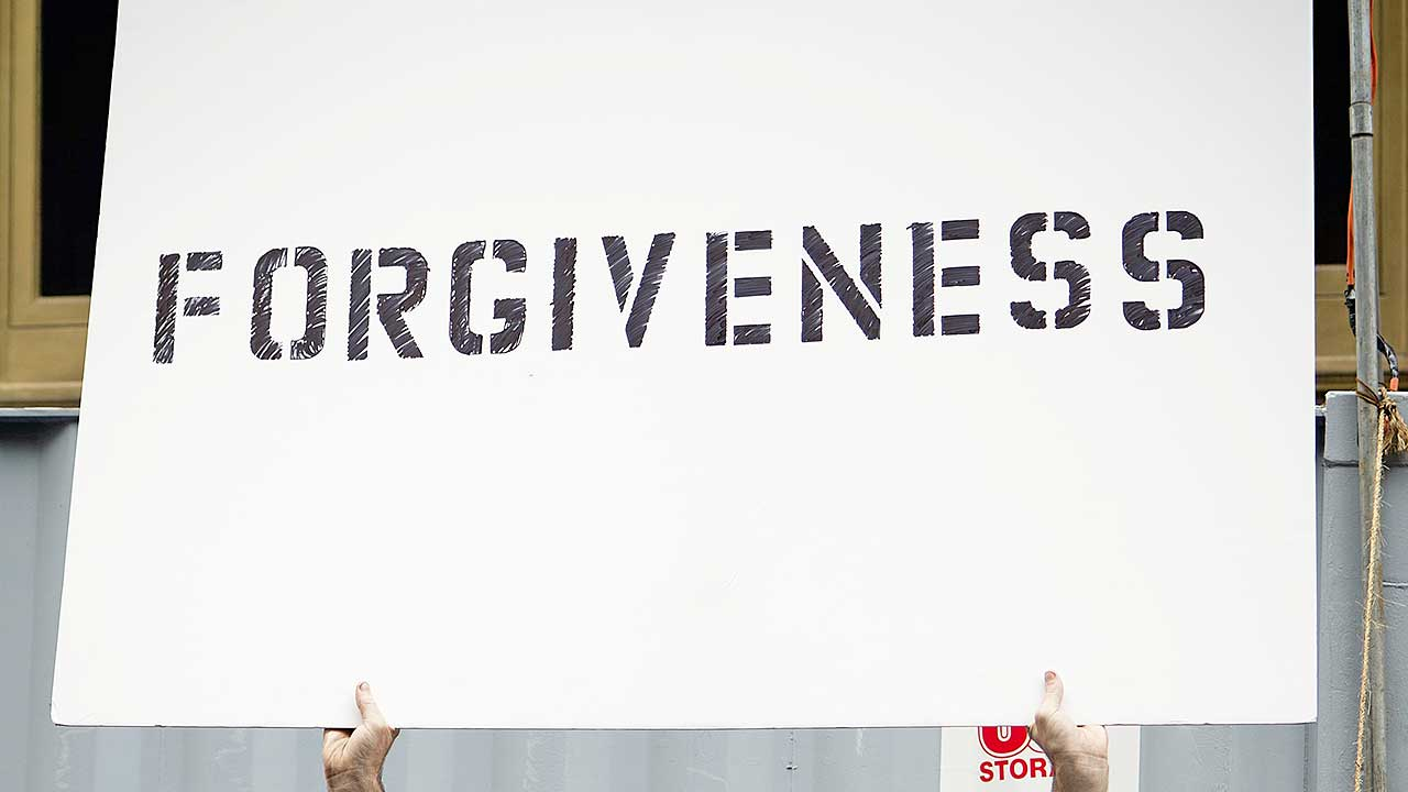 Schild mit dem Wort «Forgiveness»