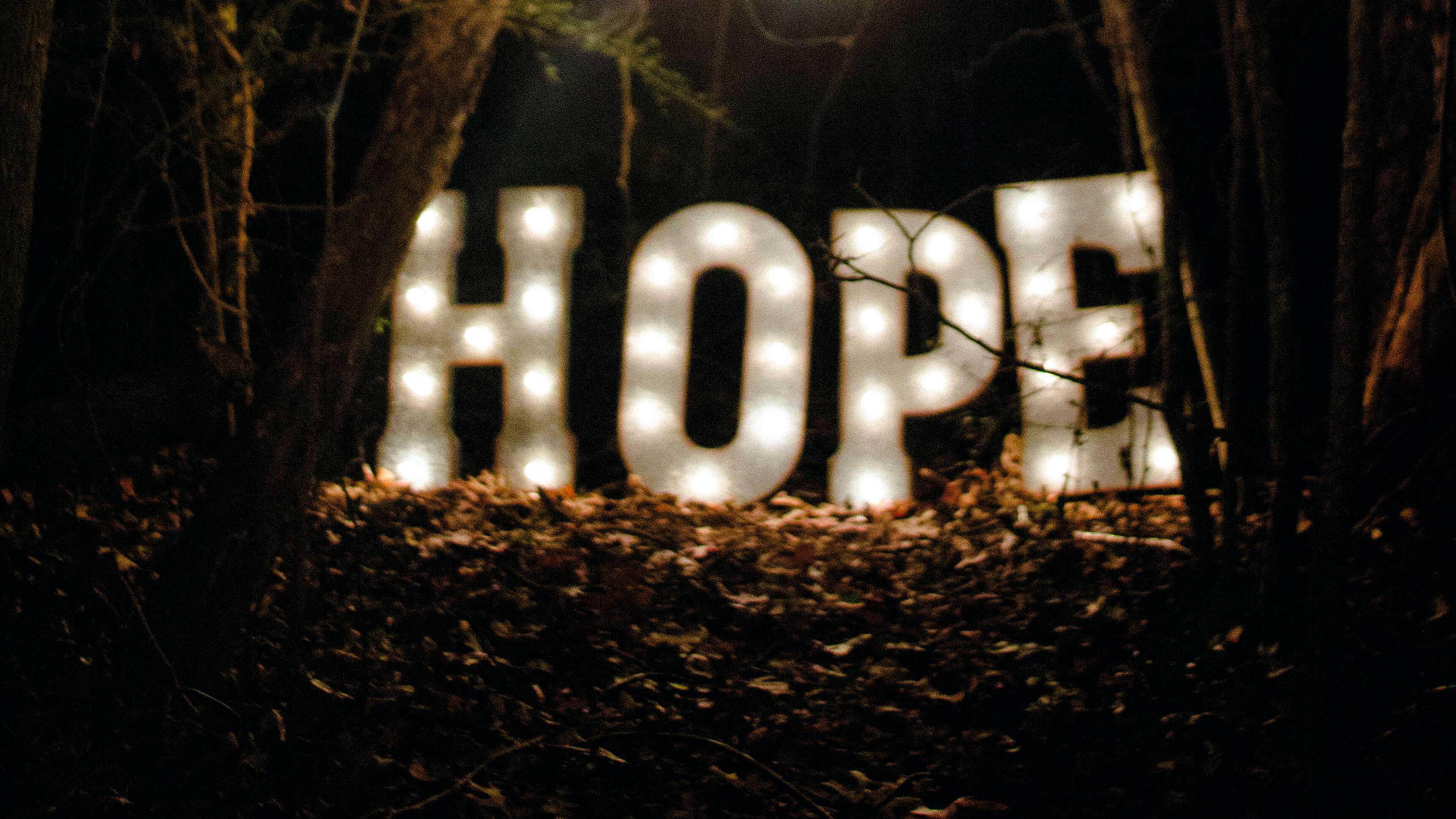 «Hoffnung» leuchtet in der Dunkelheit