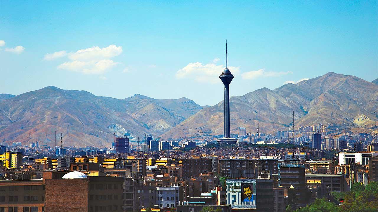 Teheran mit Bergen im Hintergrund