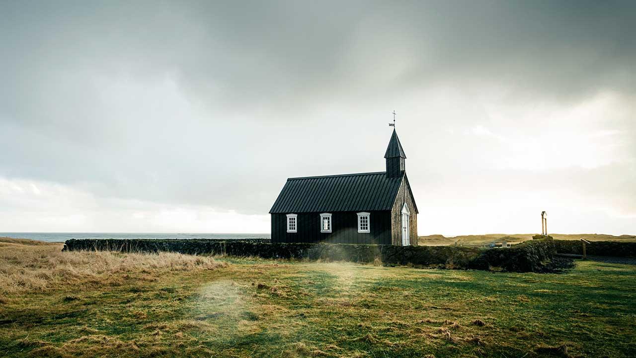 alleinstehendes Kirchengebäude in Island