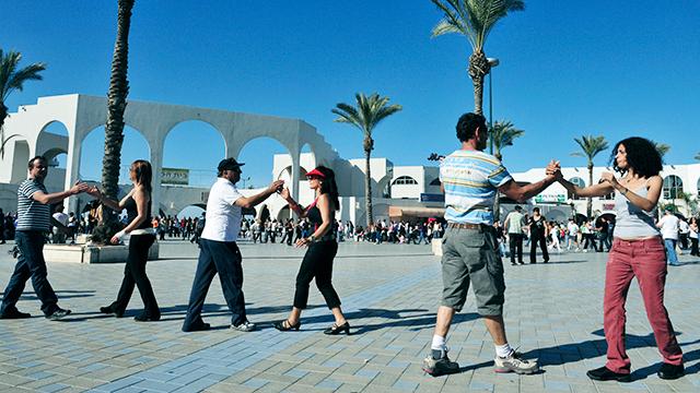 Paare tanzen in Ashdod (c) 123rf