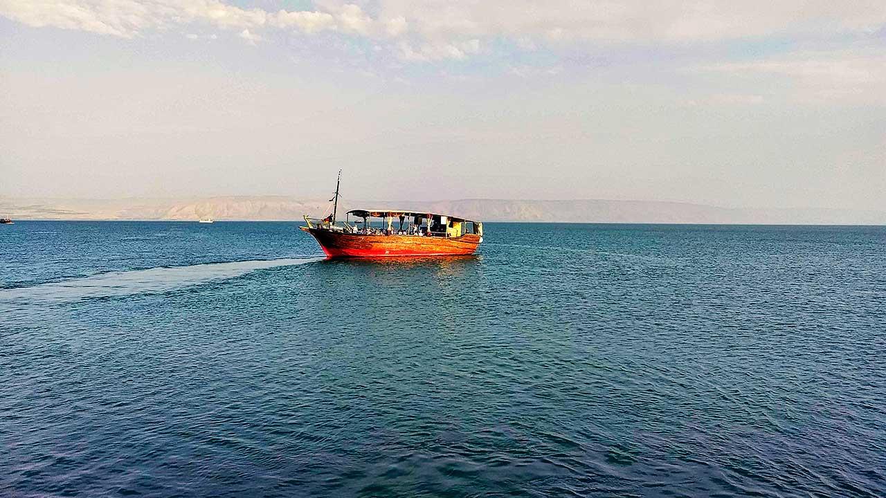 kleines Schiff auf dem See Genezareth