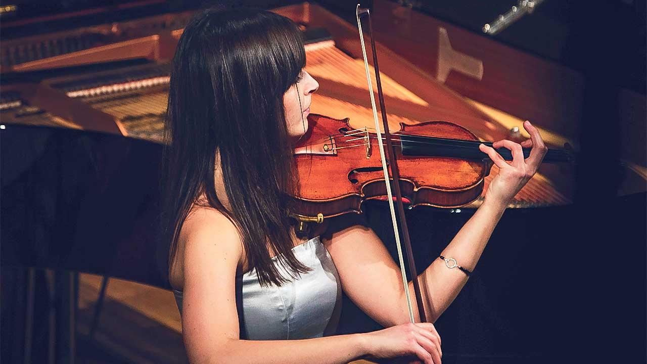 Violinspielerin in Montechiari, Italien