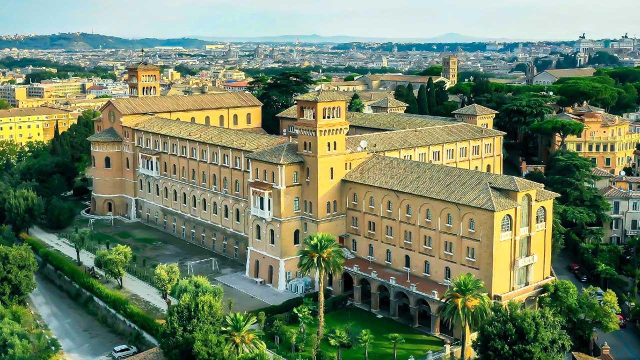 Benediktiner-Hochschule Sant'Anselmo im Rom aus der Vogelperspektive