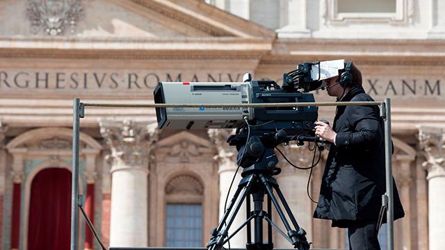 Fernsehkamera bei Amtseinführung von Papst Franziskus