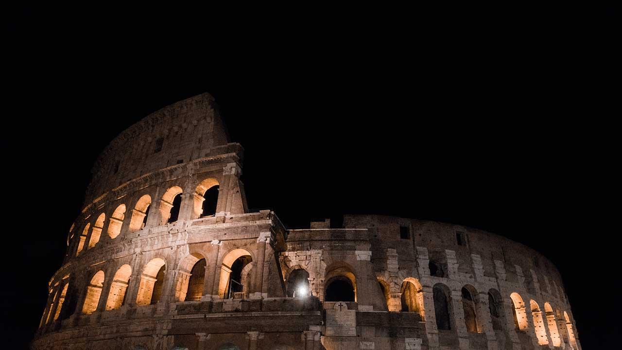 Kolosseum in Rom nachts