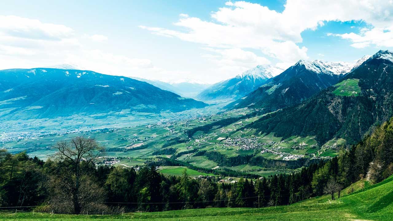 Blick von der Taser Alm auf Meran im Südtirol