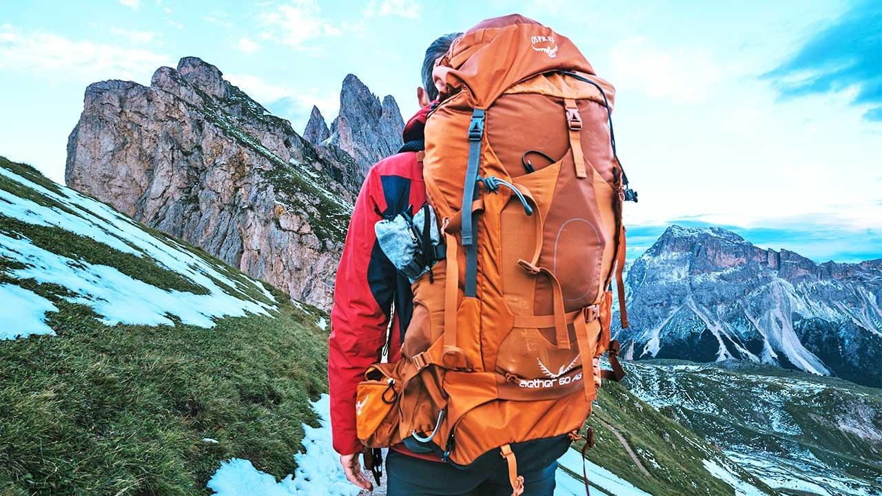 Wanderer auf der Seceda im Südtirol