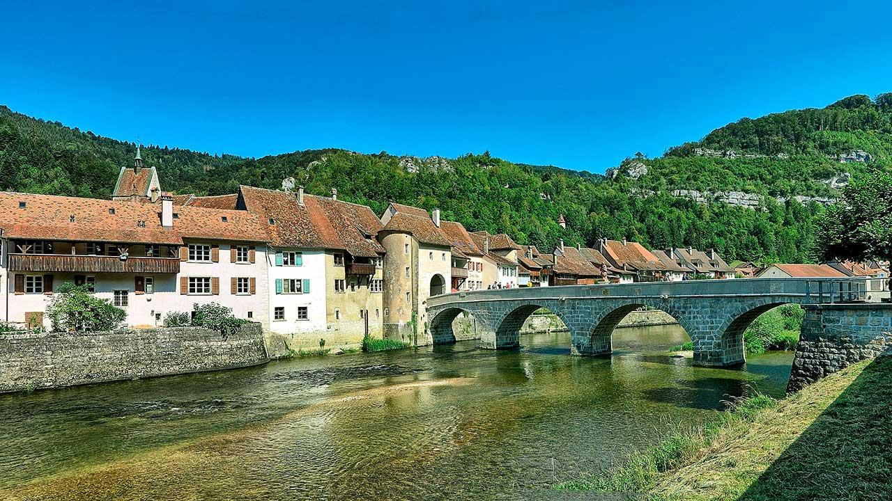 Saint-Ursanne mit Brücke Saint-Jean über den Doubs | (c) JGS25/Wikipedia