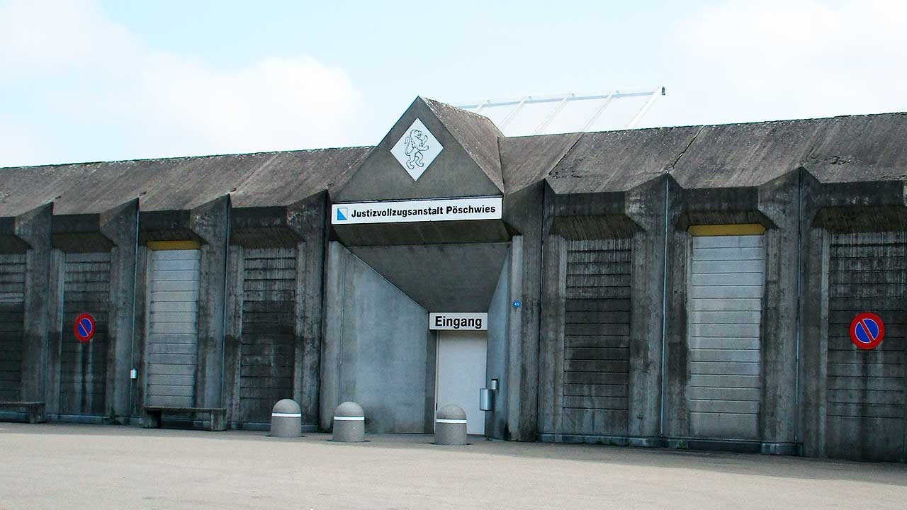 Besuchereingang der Justizvollzugsanstalt Poeschwies in Regensdorf | (c) Nofnof/Wikipedia