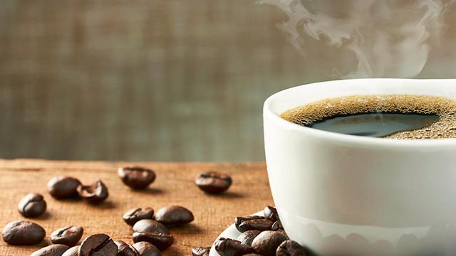 Kaffee mit Bohnen