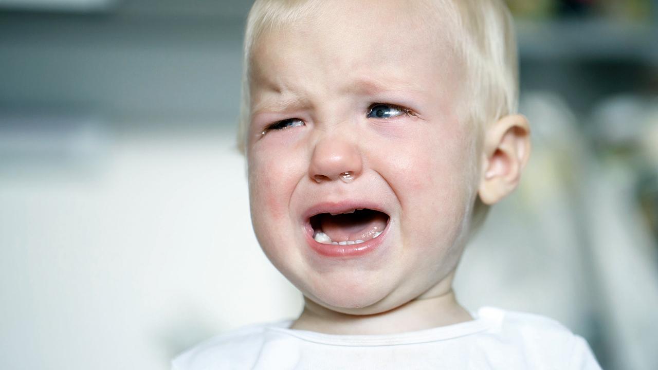 Junge mit Schmerzen