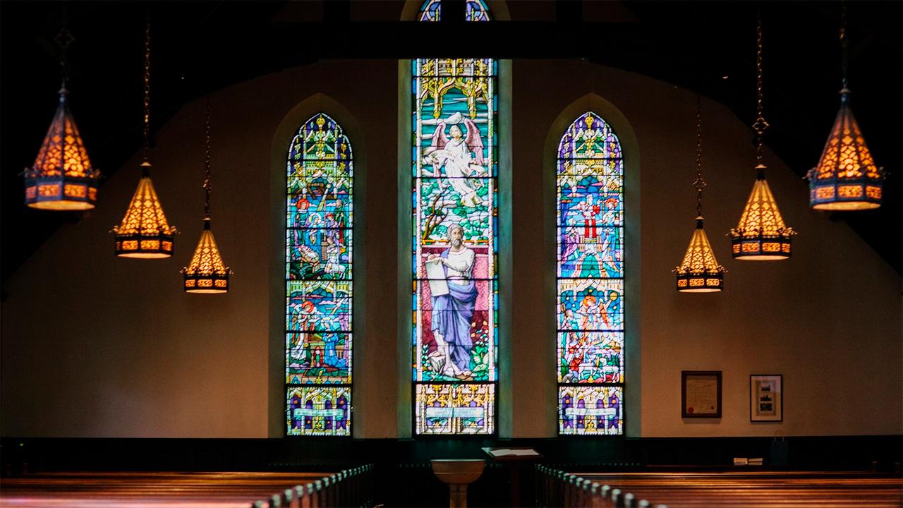 Fensterglas einer Kirche