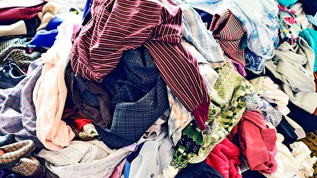 Ein Haufen Kleider