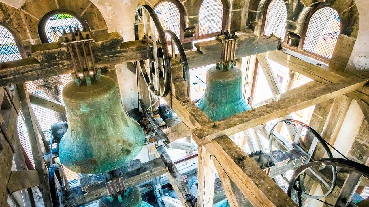 Im Glockenstuhl der Kirche St. Anastasia in Zadar, Kroatien