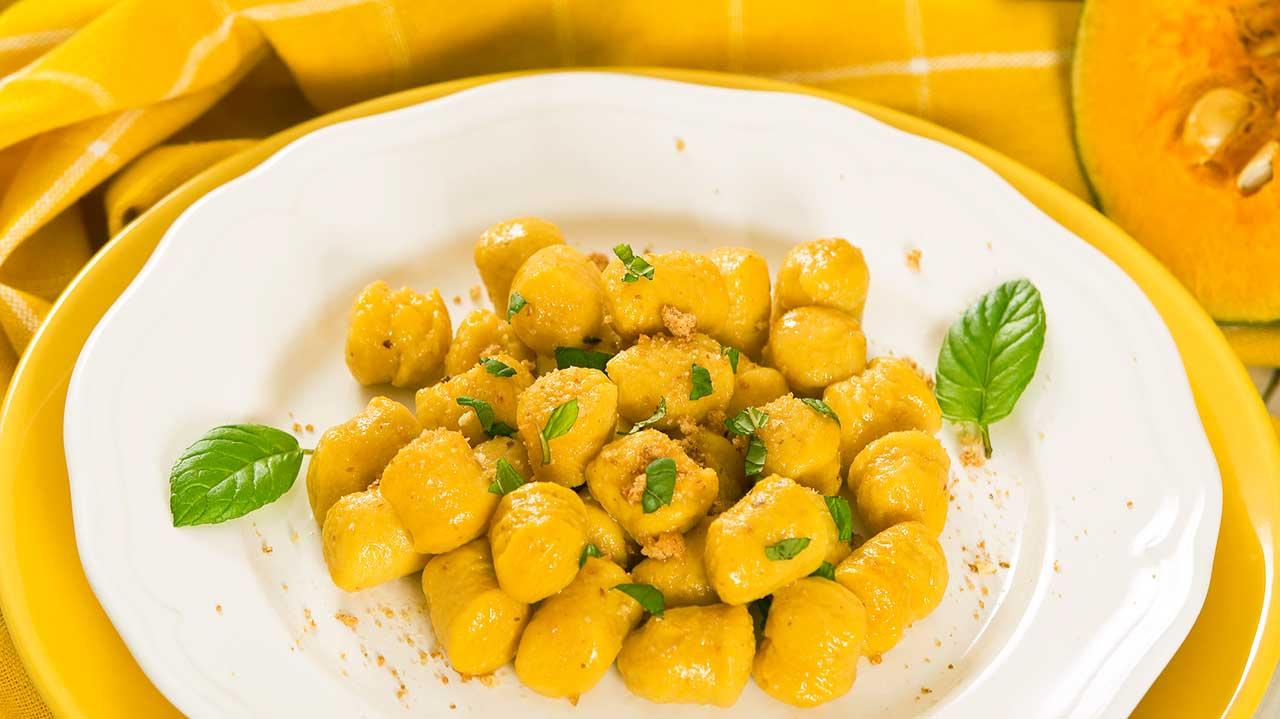 Kürbis-Gnocchi auf einem Teller