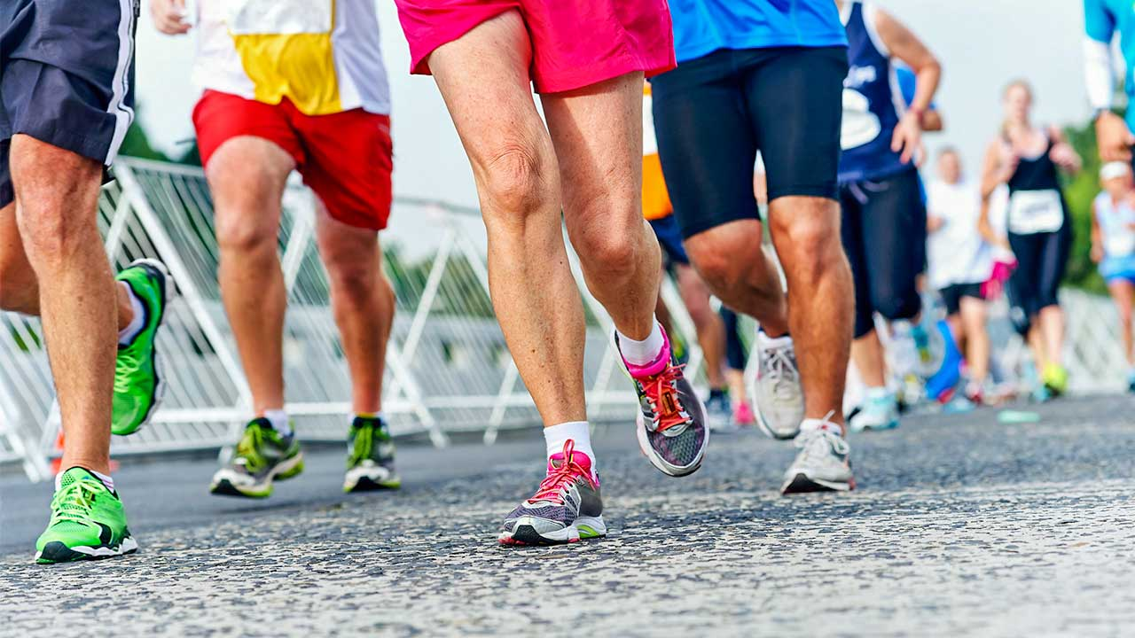 Sicht auf die Beine von Läufern