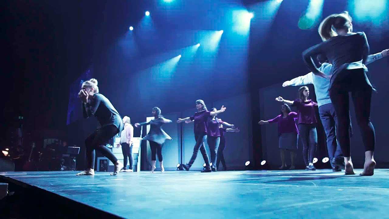 Bühnenszene mit Tänzerinnen des Musicals Life on Stage