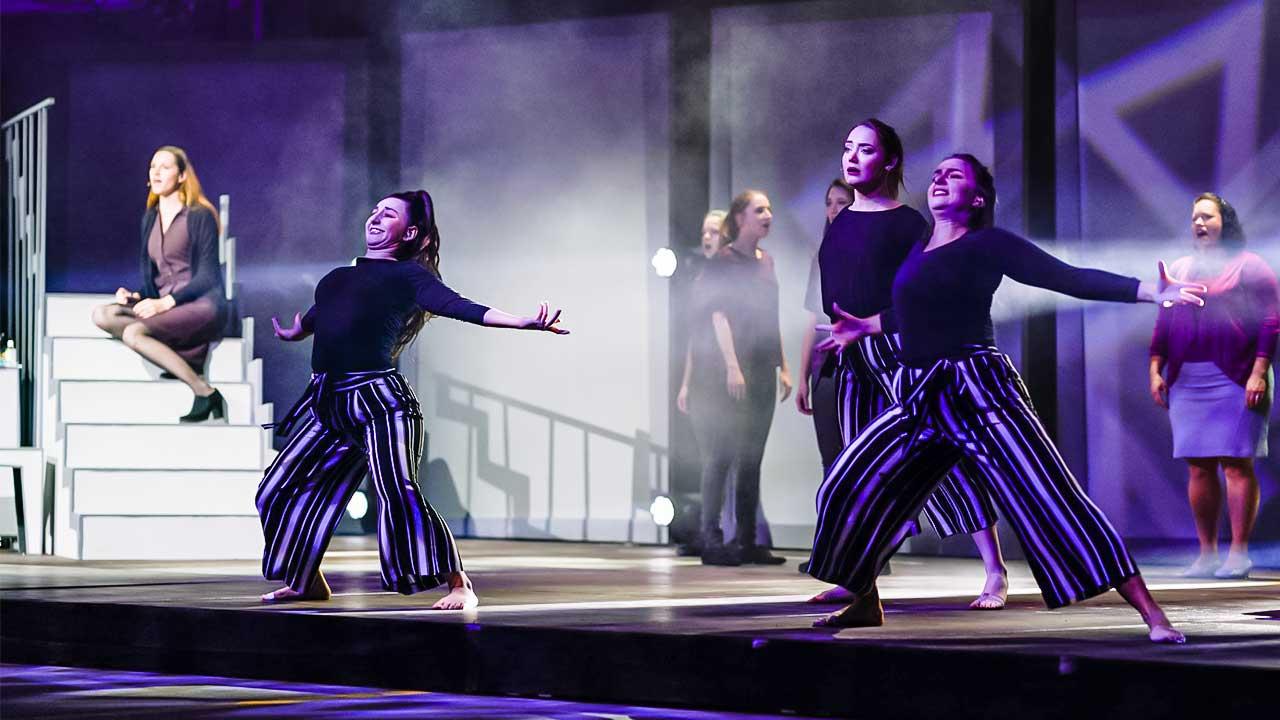 Life on Stage 2021: Szene mit Tänzerinnen